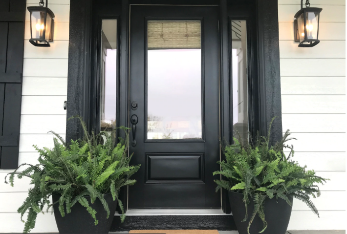 Replacing an exterior door: Experts' tips to do it right