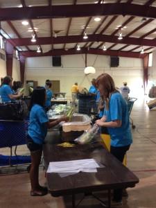 L'AubergeCares-volunteershelprepackagefood