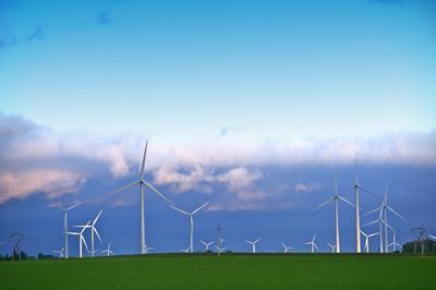 Iowa wind turbine - Warren Buffet's MidAmerican Energy bets $3.6 billion on Iowa