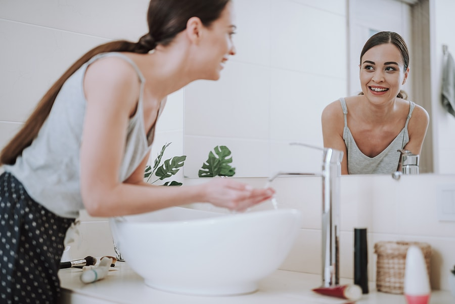 woman using salicylic acid for acne