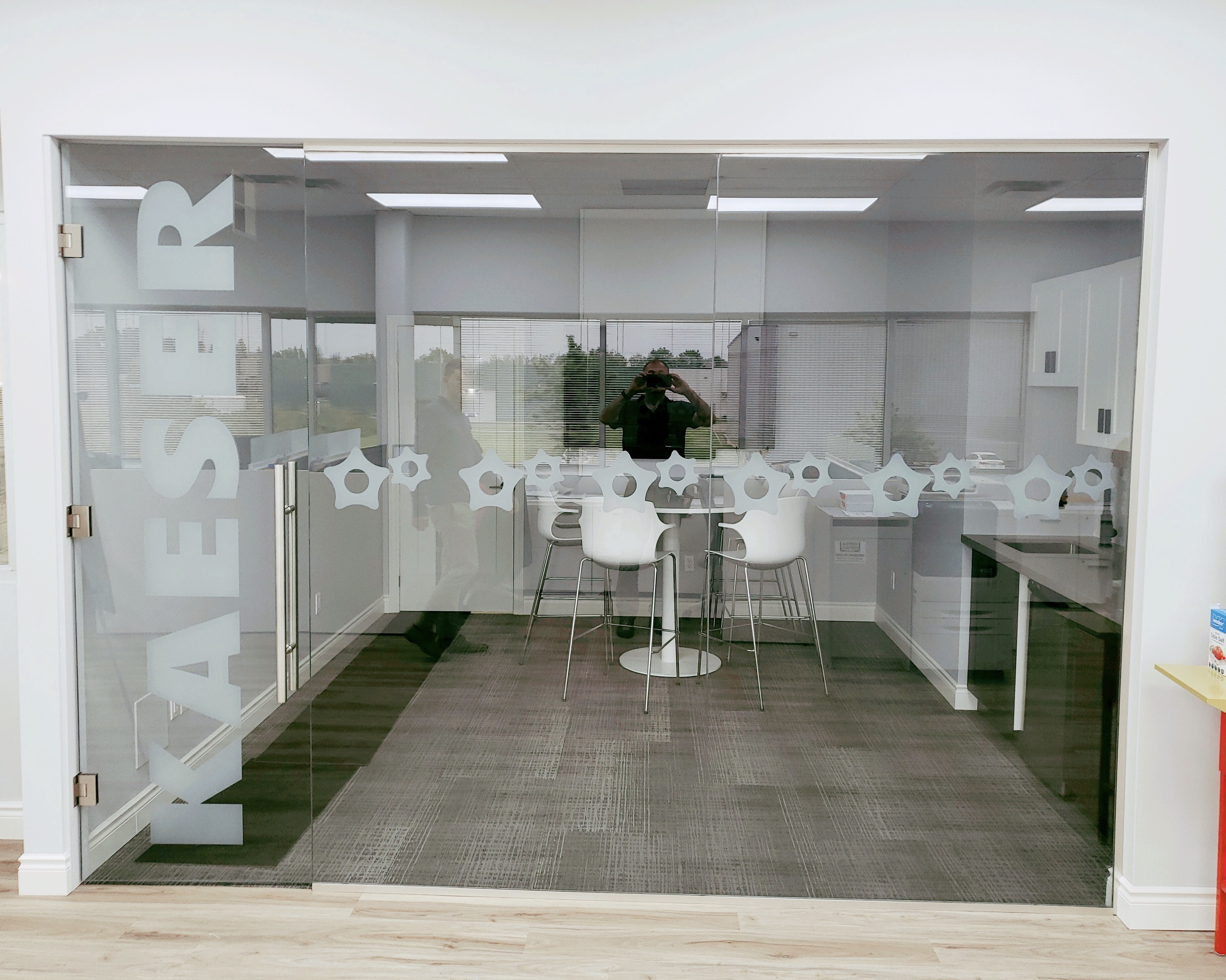 KAESER – Indoor Glass Graphic/Decal