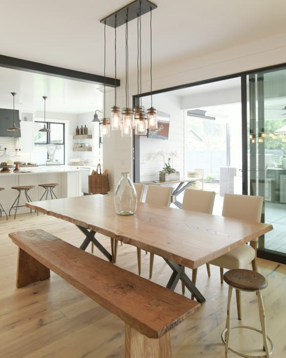 Farmhouse sliding wall in a dining room
