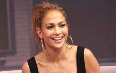 Jennifer López recibe su cumpleaños 51 más lozana que nunca.