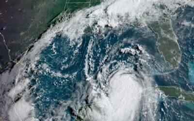 Laura se convirtió en huracán con vientos de categoría 1 y avanza Luisiana y Texas.