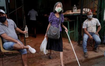 El increíble y difícil oficio de una anciana invidente en Cuba