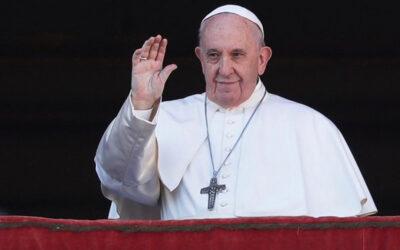 Papa Francisco defiende unión civil para las parejas gay