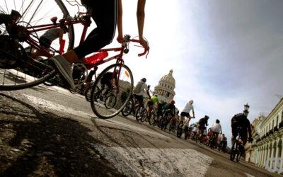 Amenazan con prisión a ciclistas del proyecto «Bicicletear La Habana».