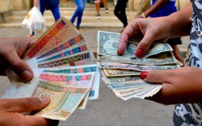 Cubanos se despiden del CUC para abrazar el dóllar americano.