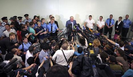 El abogado Kucherena habla con la prensa en el aeropuerto de Sheremetyevo el pasado 24 de julio EFE