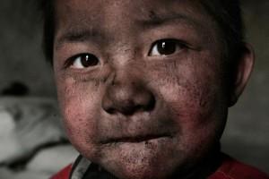 Lu-Guang-Niño-viviendo-en-el-distrito-industrial.-Wuhai-Mongolia-Interior-2005