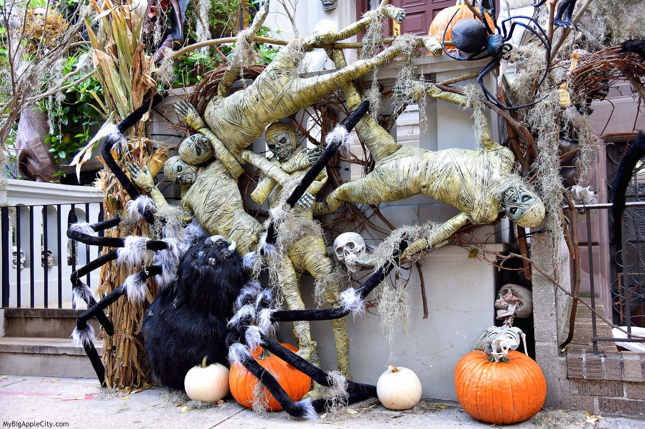 Halloween-NYC-best-of-manhattan-houses-Mybigapplecity
