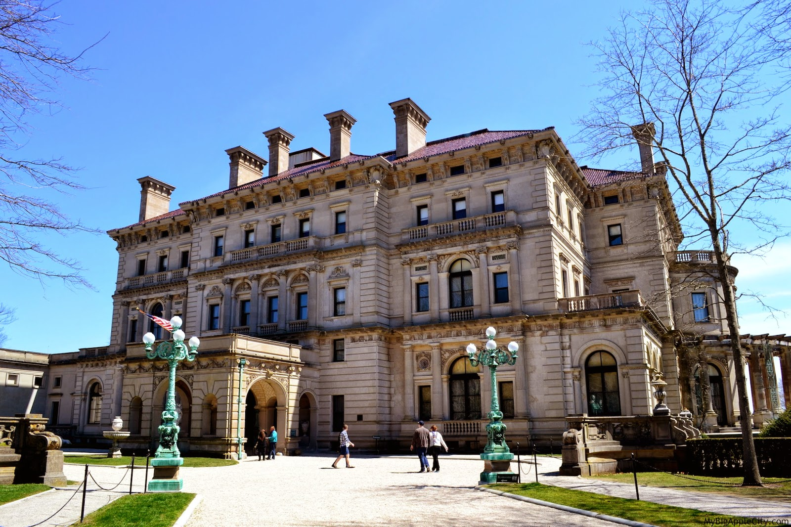 visit-newport-mansions-breakers-mybigapplecity