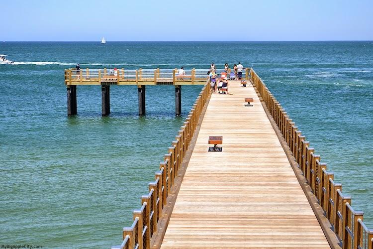 Martha's-Vineyard-beach-front-travel