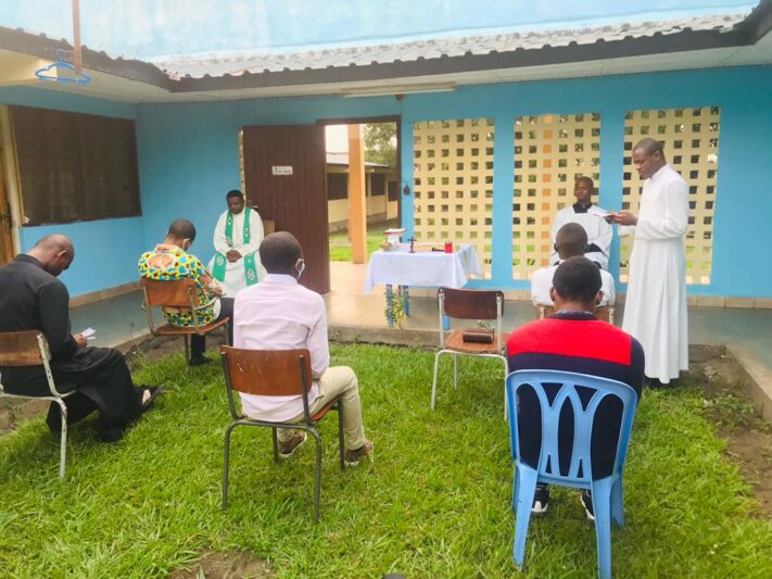 Ayuda a la formación de 59 futuros sacerdotes de Kinshasa