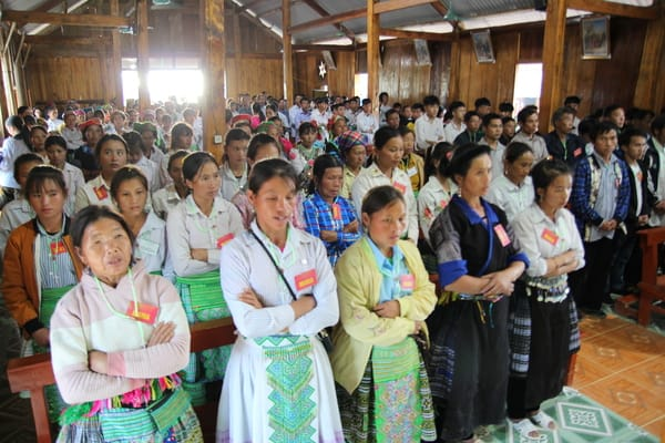 Misa en la parroquia de Phinh ho