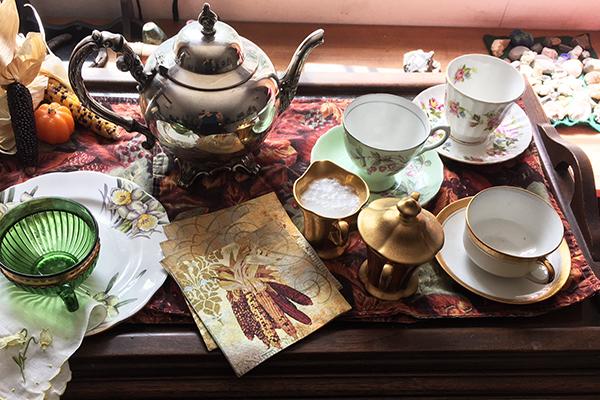 Tea cart, A Gossip Meets at All Hallows