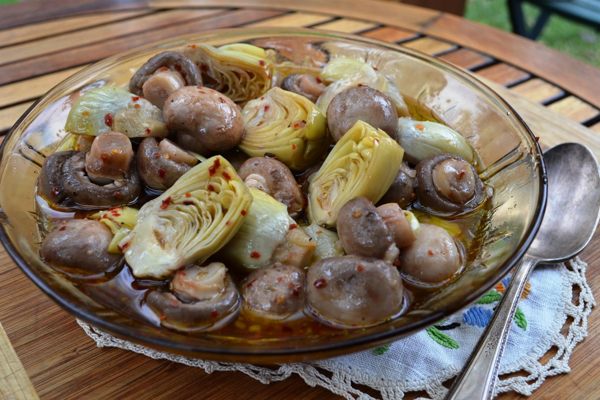 Marinated Mushrooms & Artichoke Hearts