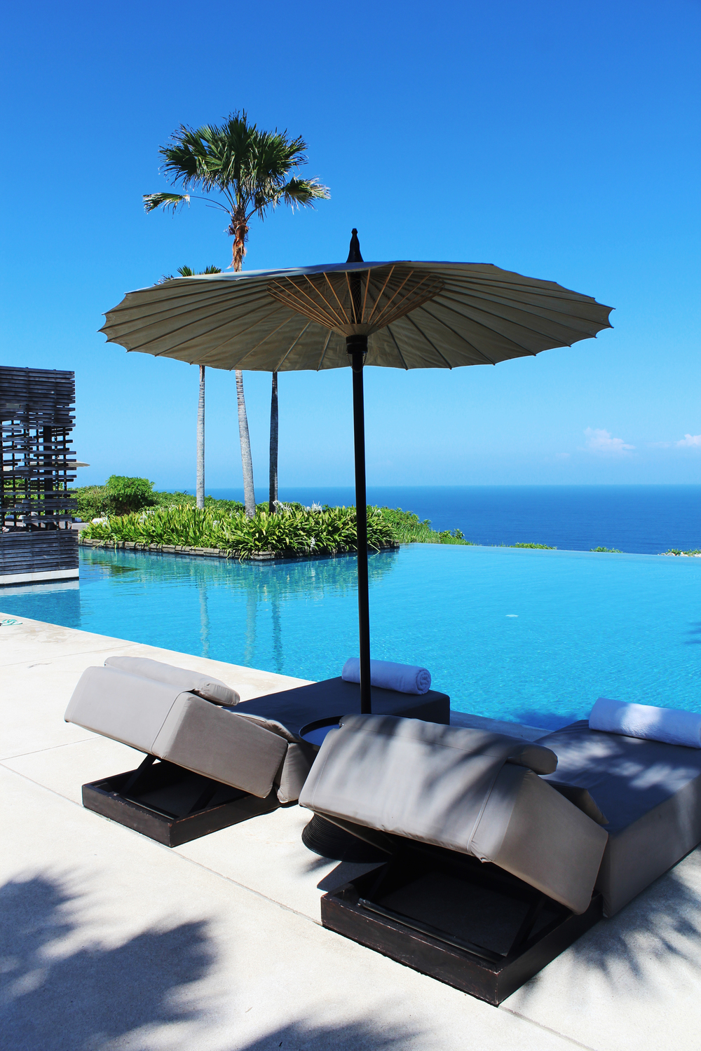 alila villas uluwatu bali villas luxury the wave provocateur