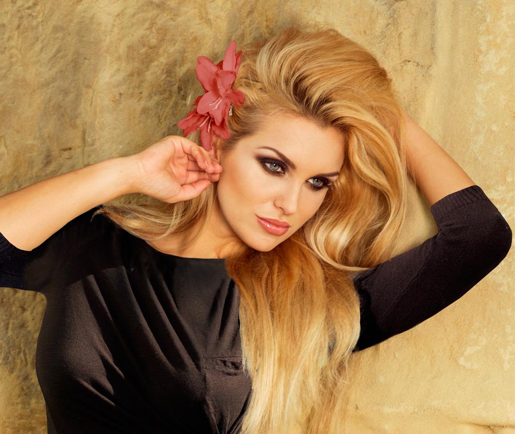 blonde-flower-slide