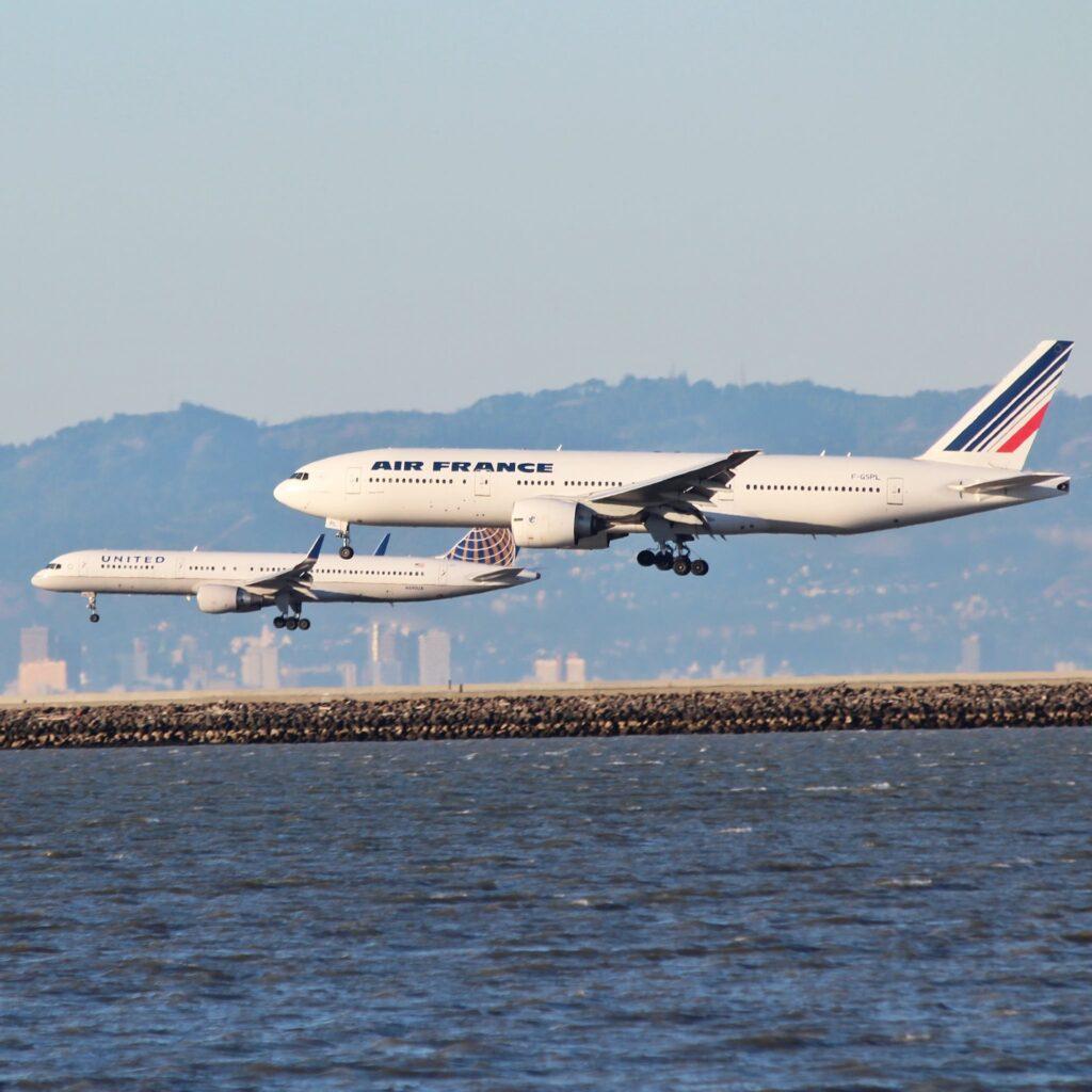 Boeing 777 landing.