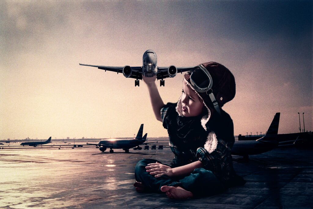 Picture of a boy play with an aircraft to illustrate the cruise phase.