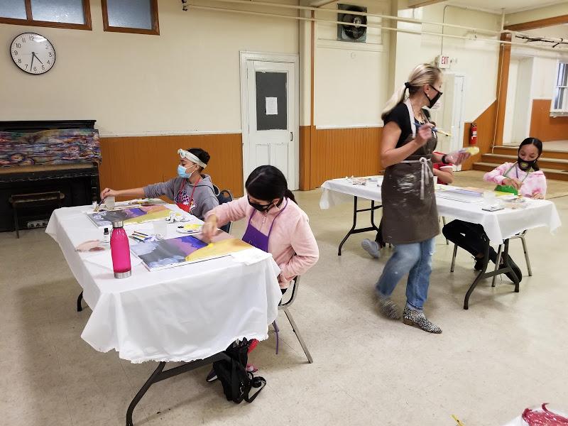 The guest artist going through each table