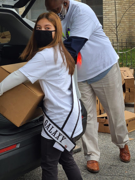 Ms. Rhode Island carrying a box