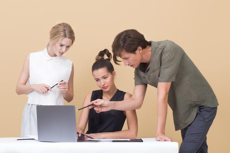 Como apoiar o desenvolvimento profissional dos funcionários?