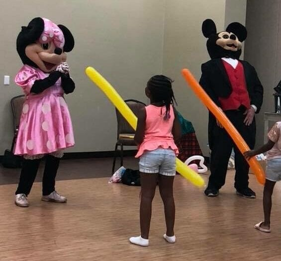 Hire Mickey and Minnie, Party Characters For Kids Chicago. Having a Mouse Party - M-I-C, see you real soon! For a Mickey M birthday party or Minnie M party - Hire Costume Characters & Singing Telegrams. The finest Party Characters For Kids Chicago, IL. 90 minutes $200.