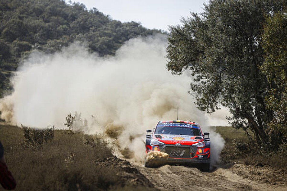WRC- Safari Downpour Doesn't Stop Rally Leader Neuville