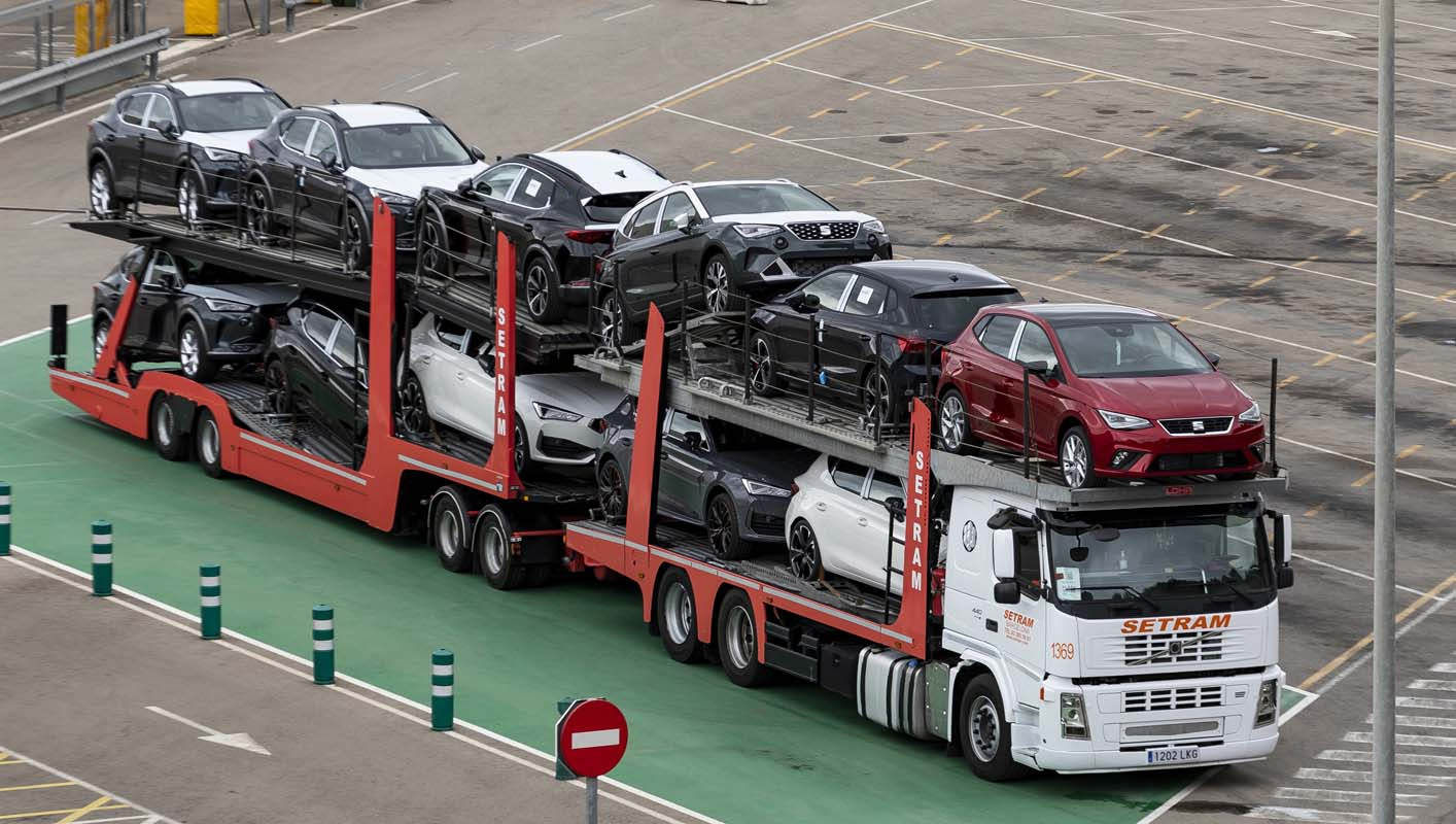 Seat S.A. And Setram Launch The First Megatruck For Vehicle Transport In Spain