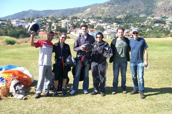 escolha uma escola confiável para fazer seu vôo duplo de paraglider