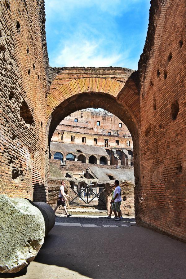 interior coliseu de roma gladiadores