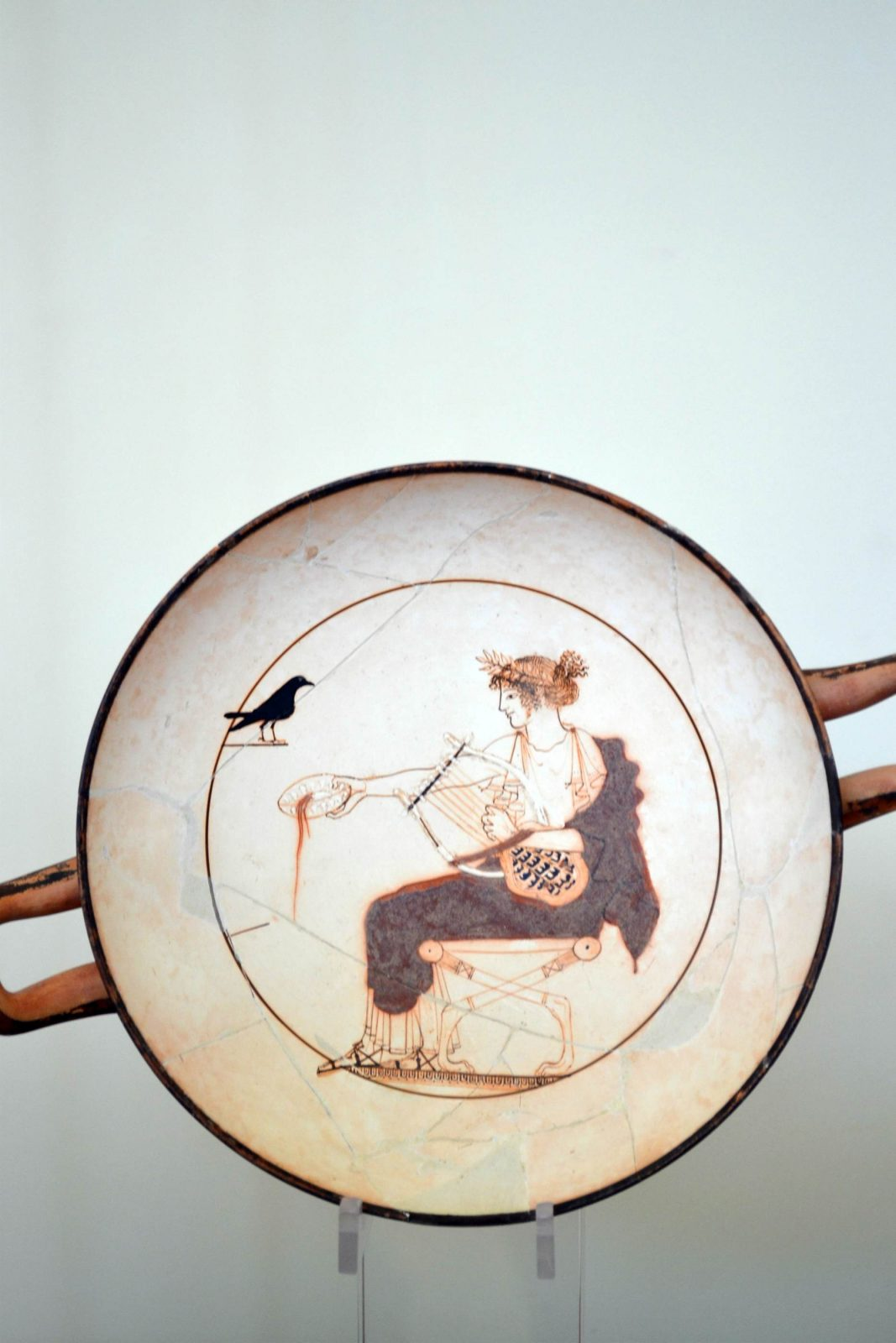 Representação de Apolo, o Deus da música no Museu de Delfos na Grécia