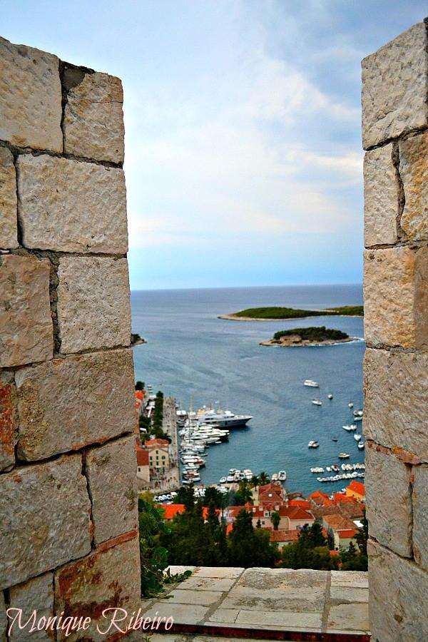 muralhas ilha hvar croácia