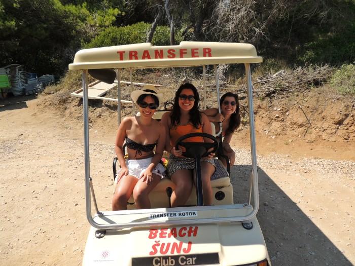 carrinho para chegar até a praia de Sunj