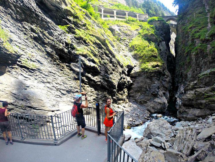 Em uma das plataformas que dao acesso à parte inferior do canyon