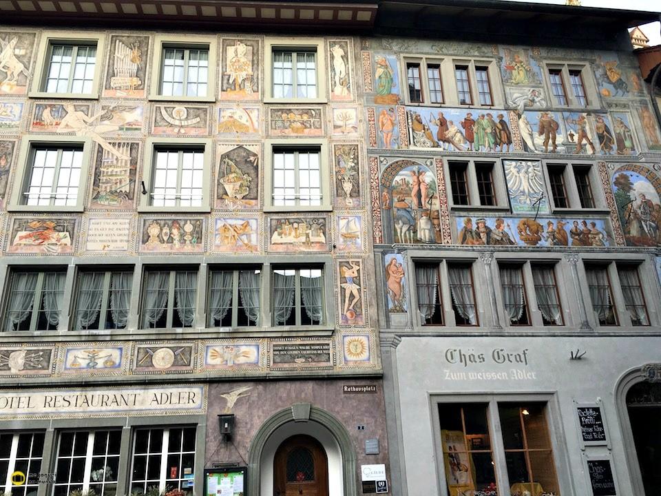 fachadas coloridas cidade medieval europa