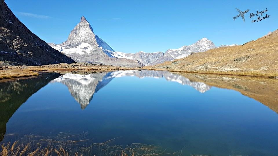 montanha matterhorn refletida