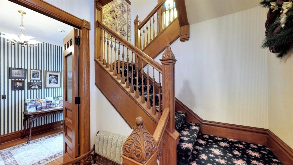 Stair To N Guest Suites
