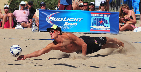 Mark Burick makes a diving dig during the finals of the CBVA Santa Barbara Open.