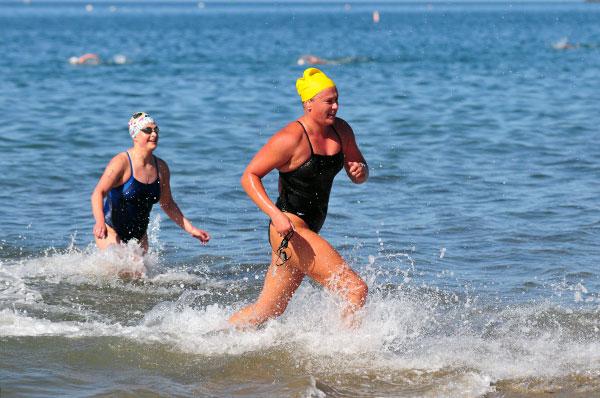 Courtney Weigand of San Diego finishes ahead of Santa Barbara's Karen Schultz.