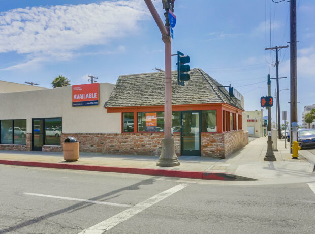 Corner Retail/Restaurant Building in Coastal Downtown Oceanside