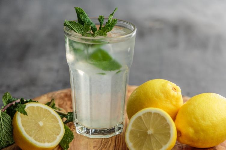 Giving-bad-new-making-lemonade