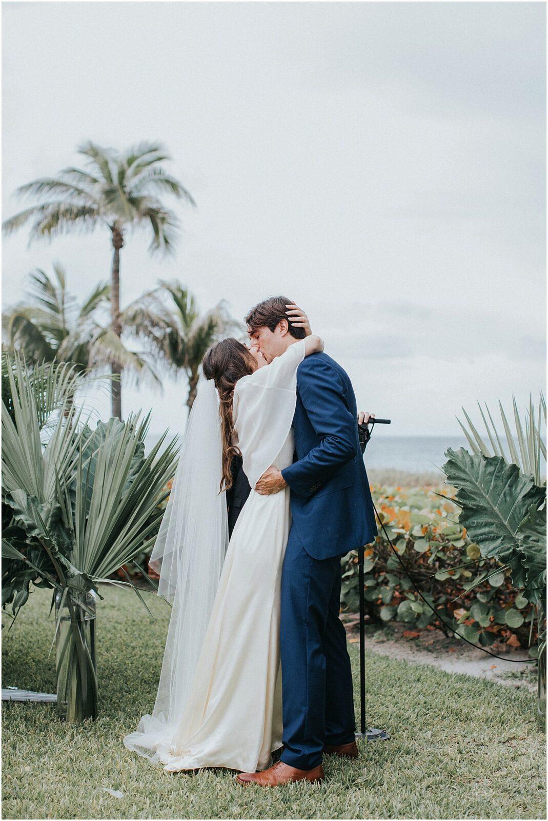 wedding first kiss