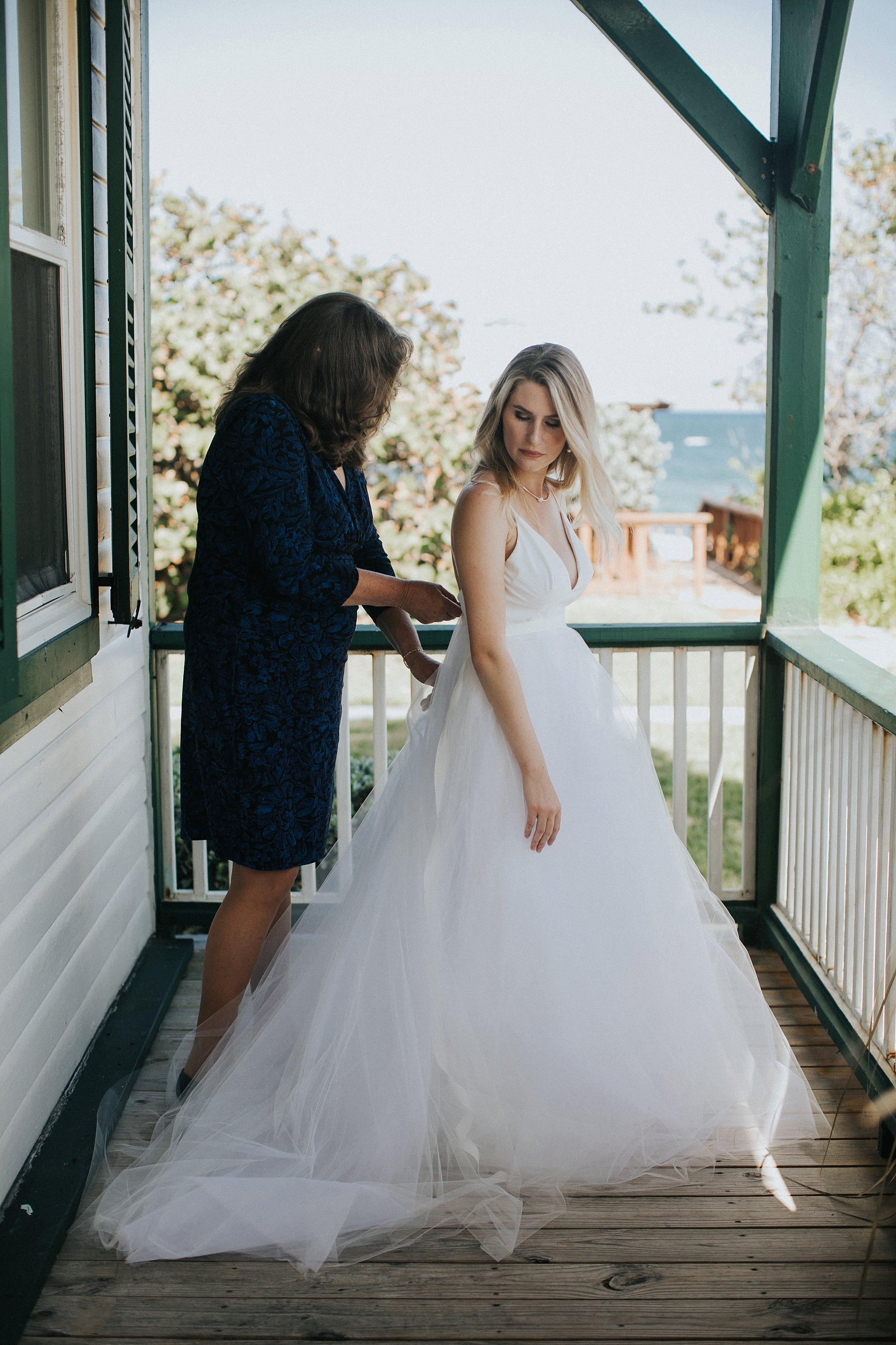 bride getting ready at the hillsboro club