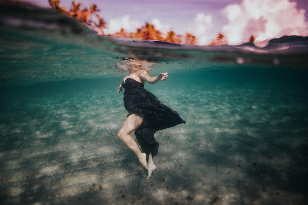 underwater maternity photos
