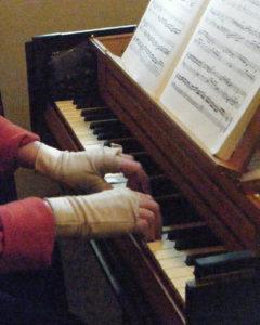 Gesine-playing-Grimaldi-2