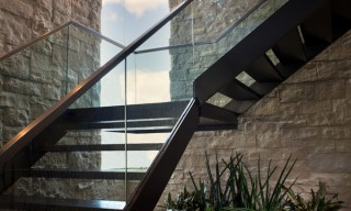 ES_Cut-Coarse-Stone_Oyster_Int_Esquire-House-Stairs