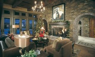ES_Cypress-Ridge_Santa-maria_int_living-room_archway-christmas